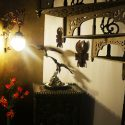 Antiker Gussofen, zur Hausbar umgebaut