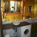 Die Waschmaschine musste aus Platzgründen ins Bad integriert werden